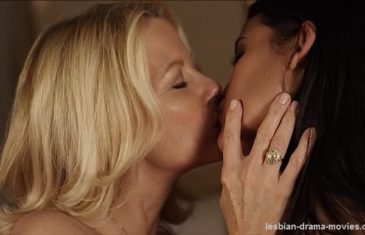 a-perfect-ending-lesbian-kiss