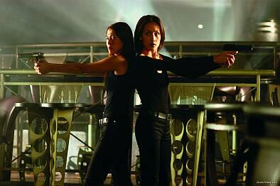 naked_weapon_2002, lesbian film online, hongkong lesbian film